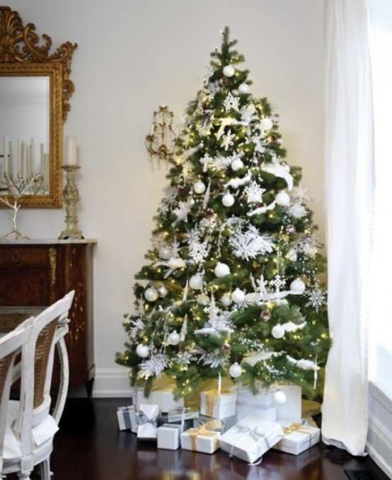 30 traditional and unusual christmas tree d cor ideas digsdigs. Black Bedroom Furniture Sets. Home Design Ideas