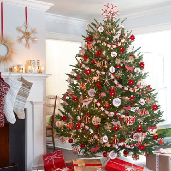30 traditional and unusual christmas tree d cor ideas for Beautiful christmas decorating ideas