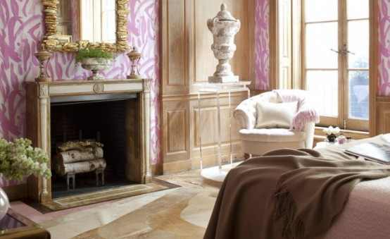 Classical And Glamorous Bedroom In Cold Pink