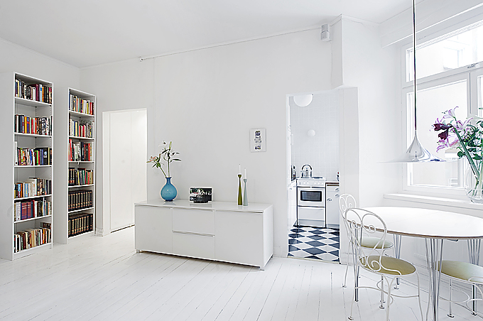 Clean white small apartment interior design with for Minimalist decor apartment