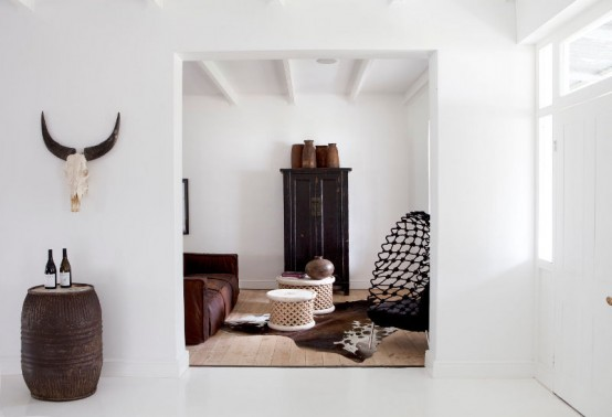 Colonial And Modern Styles In A Contrasting Estate Interior