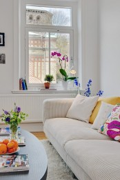 a simple yet lively nordic living room design