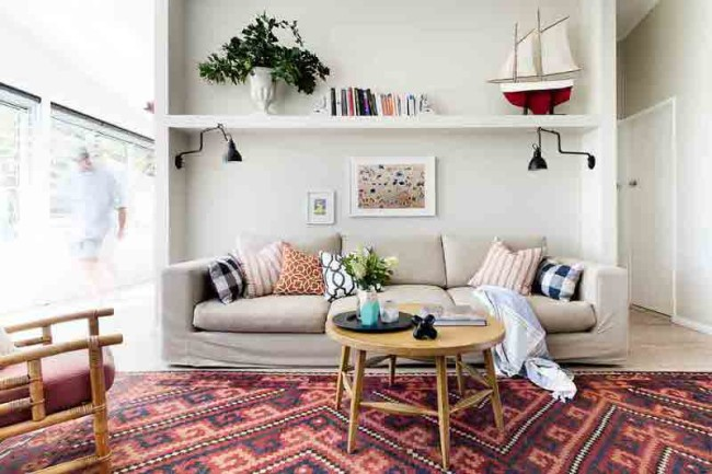 Colorful Beach Retreat With Mid-Century Accessories