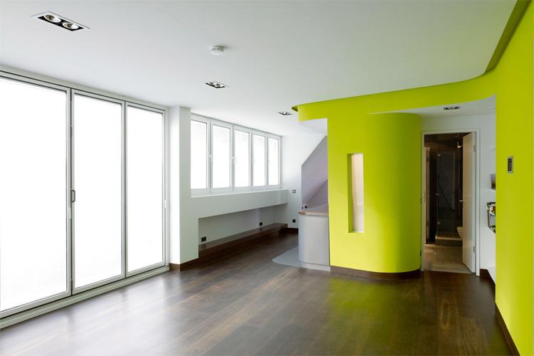 Colorful Loft Design with Unique Wall Structure