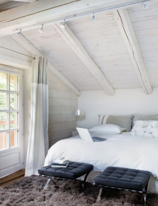 Comfy And Natural Chalet Bedroom Designs