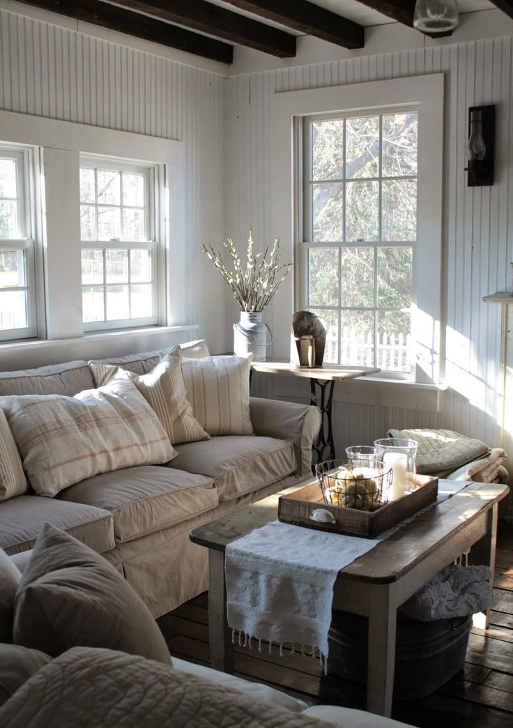 27 comfy farmhouse living room designs to steal digsdigs for Family sitting room ideas
