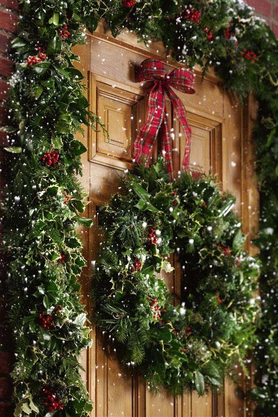 40 comfy rustic outdoor christmas d cor ideas digsdigs Outdoor christmas garland ideas