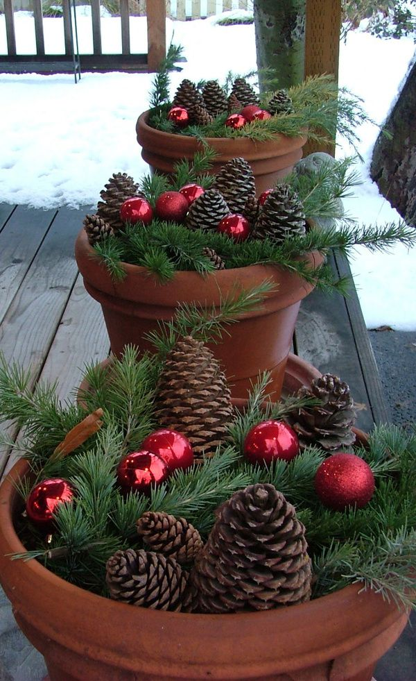 40 comfy rustic outdoor christmas d cor ideas digsdigs Outdoor christmas decorations designs