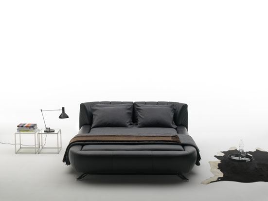 Contemporary bed design by Hugo de Ruiter