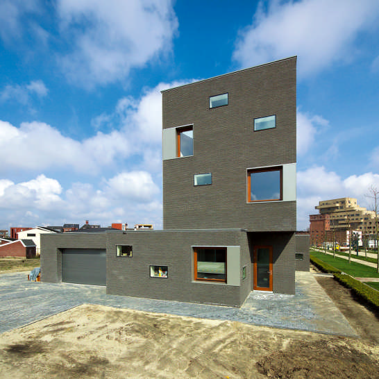 Contemporary dutch house design house in museumlaan by for Modern house design with bricks