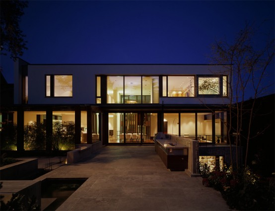 Contemporary home with a really modern interior digsdigs for Modern homes with wrap around porches