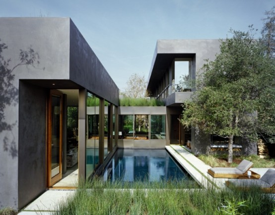 Contemporary House Connected To Outdoor With Floor To Ceiling Glazing