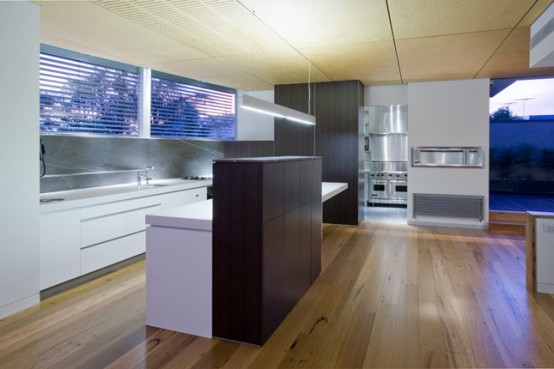 Contemporary House With Stainless Steel Kitchen