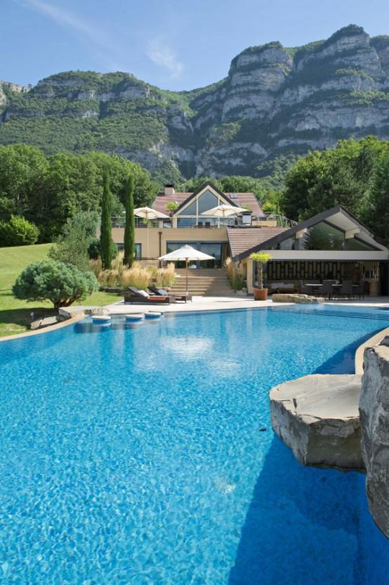 Contemporary Villa In An Ideal Location