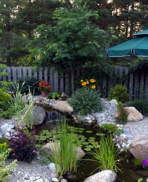 Pebbles are great to hide pond's borders.