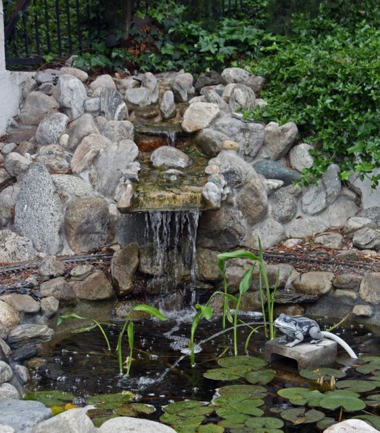 67 cool backyard pond design ideas digsdigs for Backyard ponds and water features