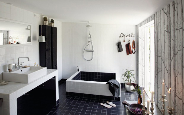 Cool Black And White Bathroom Design With a Huge Custom Made Bathtub ...