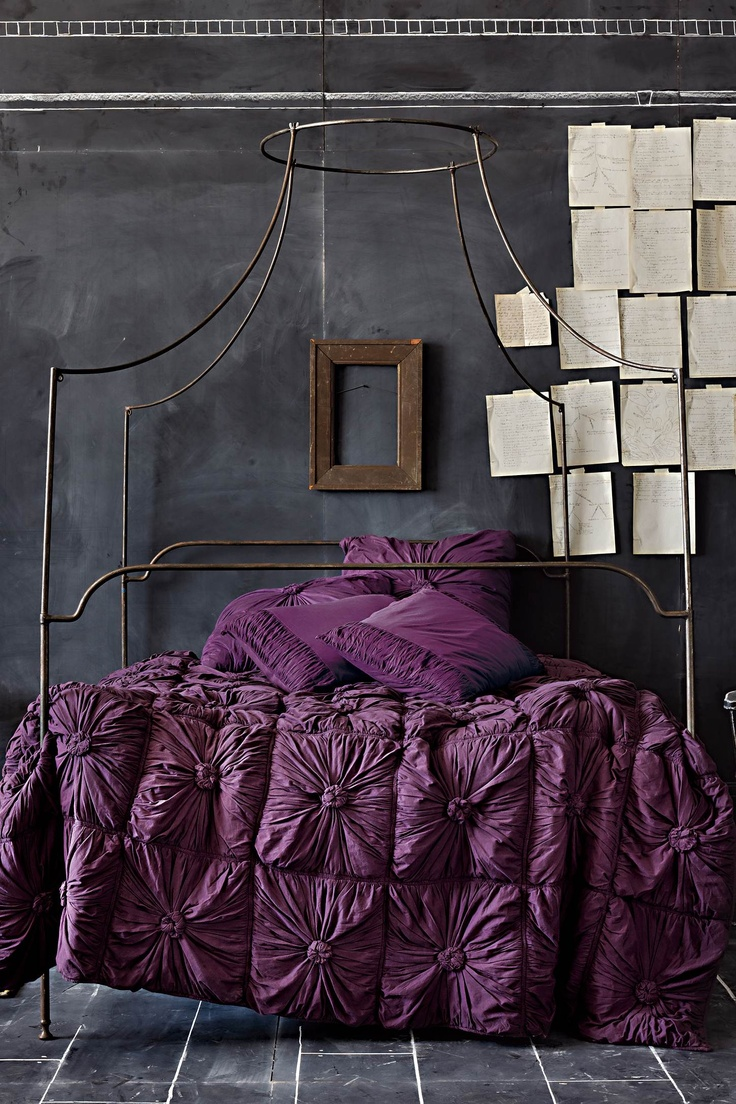25 cool chalkboard bedroom d cor ideas to rock digsdigs for Decorating with dark colours