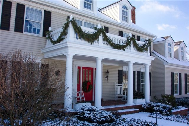 simple evergreen garlands on the balcony make it more holiday like and decorate with a natural feel