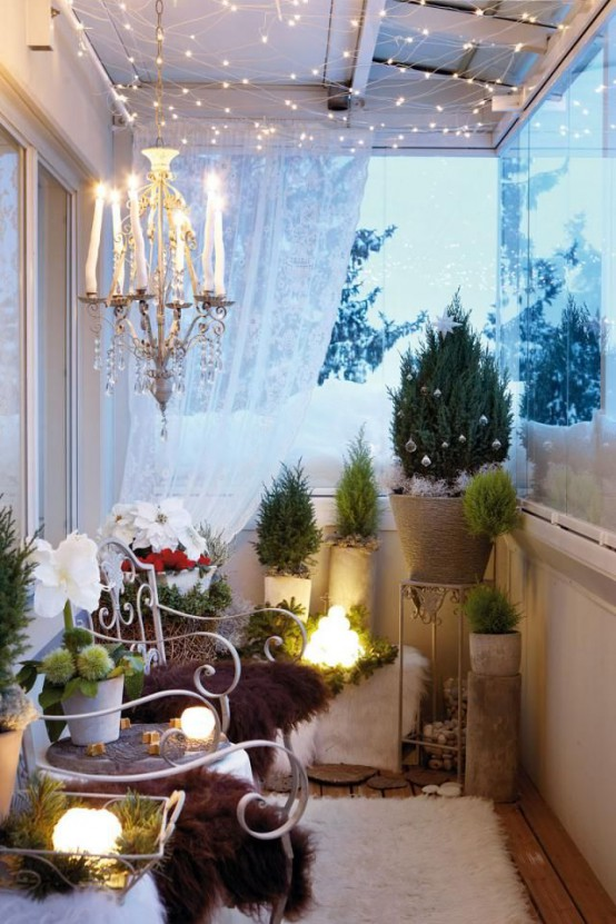 cool christmas balcony decor ideas - Apartment Balcony Christmas Decorating Ideas