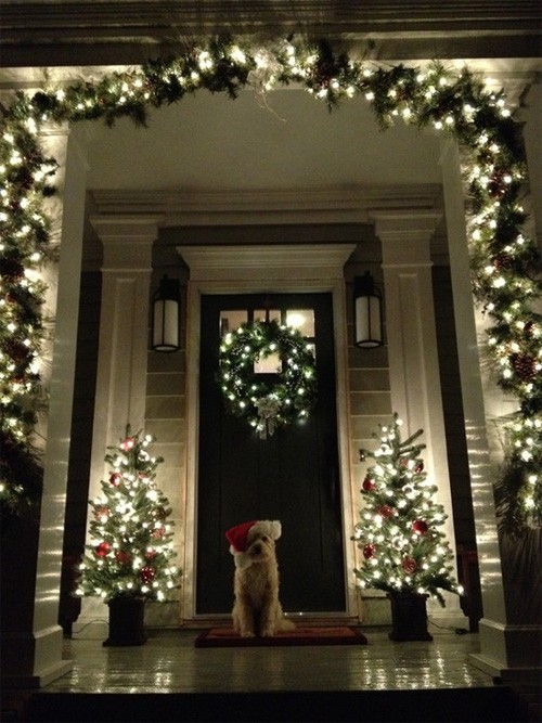 38 cool christmas porch d cor ideas digsdigs - Christmas decorating exterior house ...