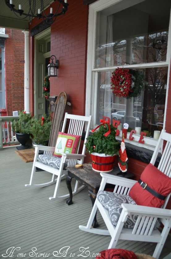 Holiday Porch Decorating Ideas Part - 25: Cool Christmas Porch Decor