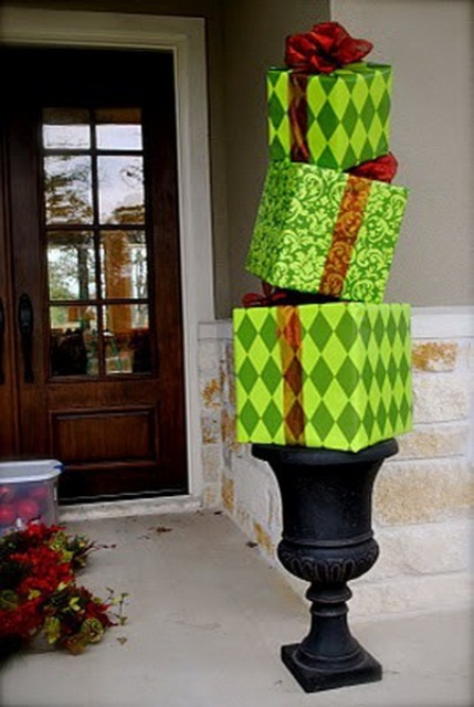 cool christmas porch decor - Unique Christmas Decorating Ideas