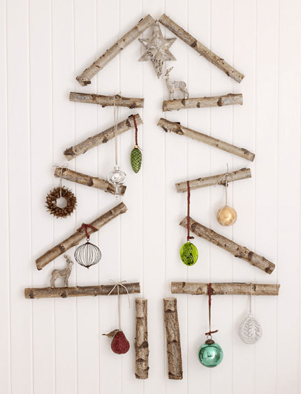 Natural Wall-Mount Christmass Tree (via delightbydesign)