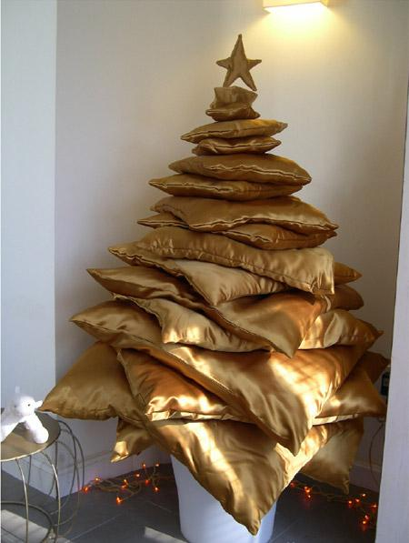 Christmass Tree Alternative Of Pillows (via spoki)