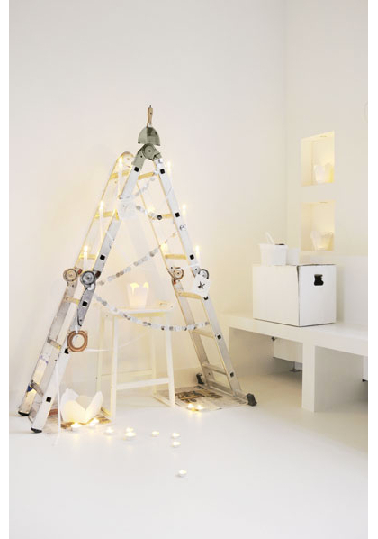 Ladder Christmas Tree Alternative (via designismine)
