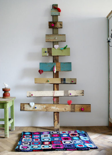 Rustic Christmas Tree Of Planks (via apartmenttherapy)