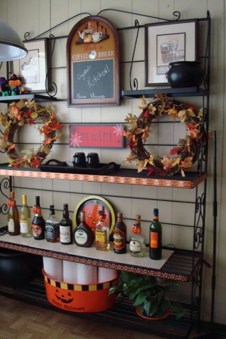 fall wreaths of vine with bright fall leaves are simple fall-inspired decorations for your kitchen