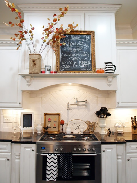37 cool fall kitchen d cor ideas digsdigs for Kitchen decoration photos