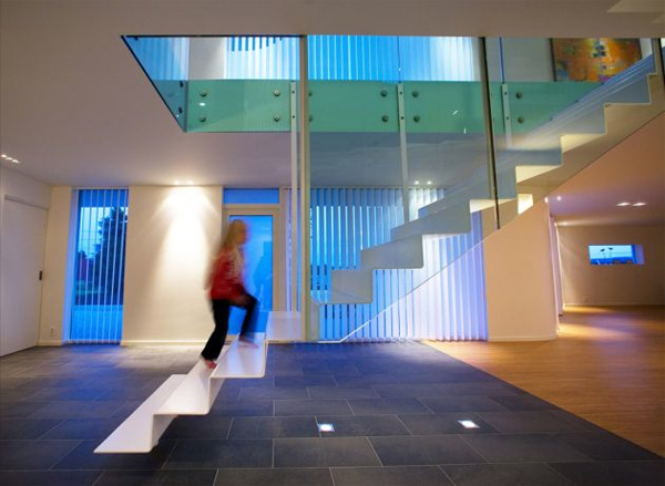 10 the most cool floating staircase designs digsdigs for Free floating stairs