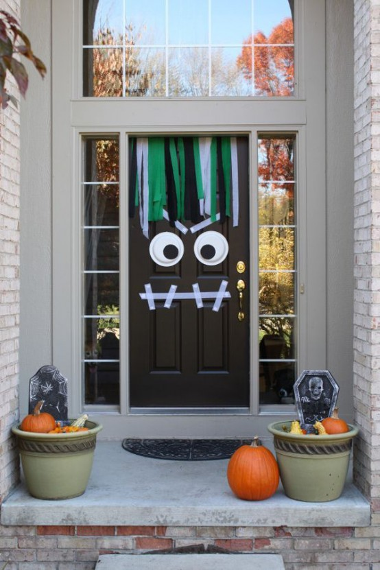40 cool halloween front door decor ideas digsdigs - Decoration de halloween ...