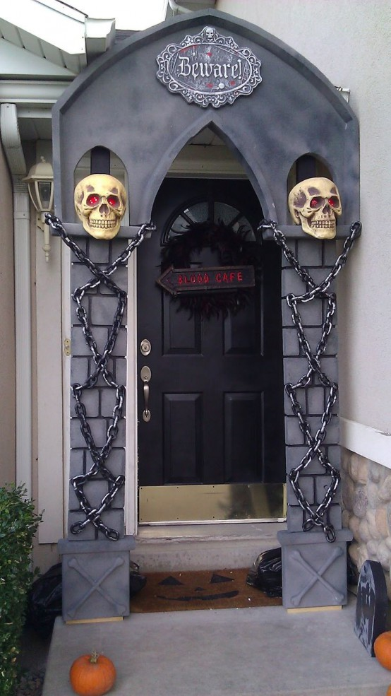 40 Cool Halloween Front Door Decor Ideas Digsdigs