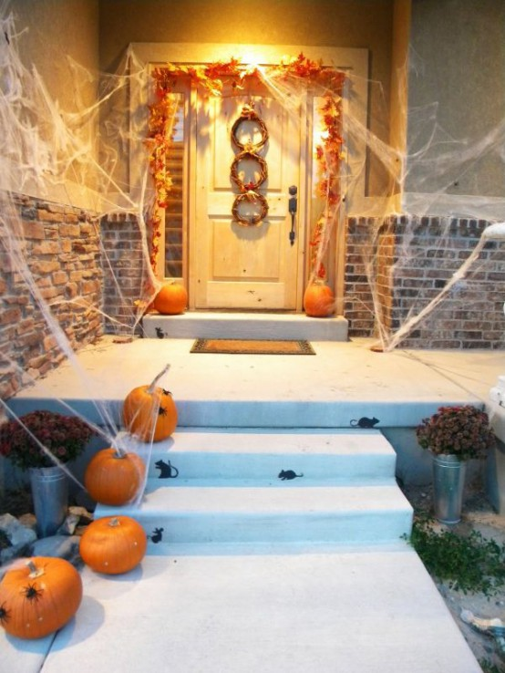 Cool Halloween Front Door Decor Ideas