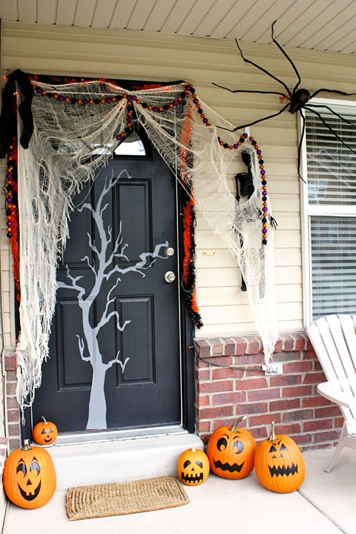 40 cool halloween front door decor ideas digsdigs for Deco exterieur halloween