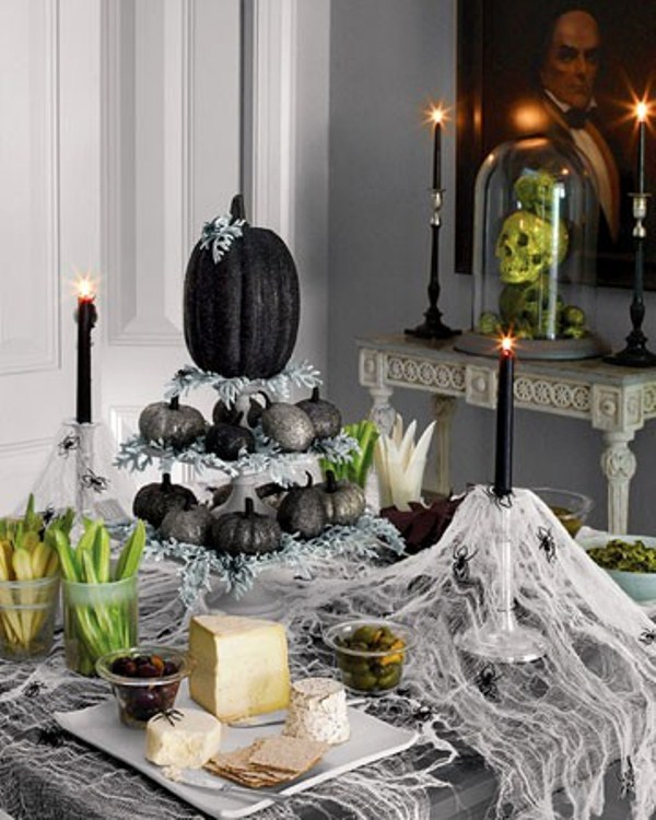 43 cool halloween table d cor ideas digsdigs. Black Bedroom Furniture Sets. Home Design Ideas