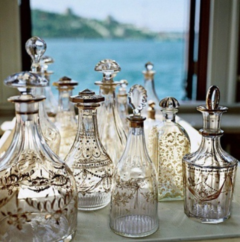 5 cool ideas and 25 examples of using vintage bottles in for Decoration usine vintage