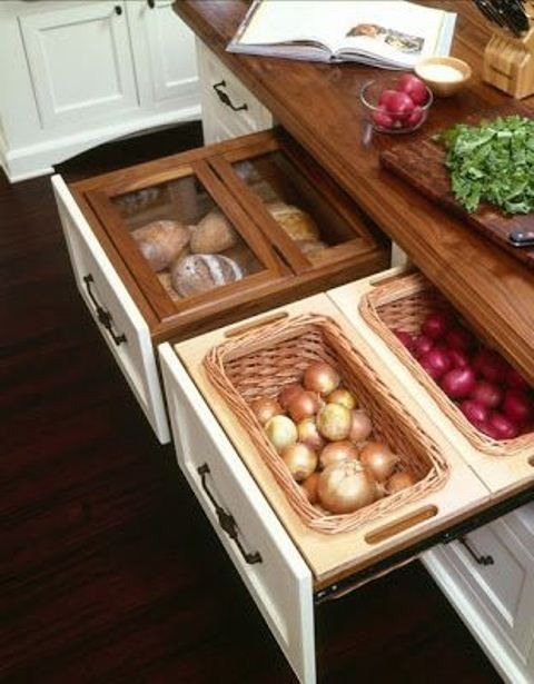 complete your drawers with mini baskets or glass containers and you will have nice space for storing food