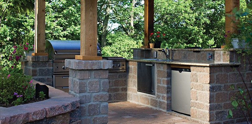 25 cool outdoor living ideas digsdigs for Cool outdoor kitchen ideas