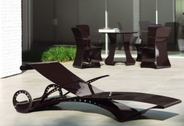 a dark metal lounger with casters looks very futuristic and very contemporary, it will make a stylish statement in your outdoor space