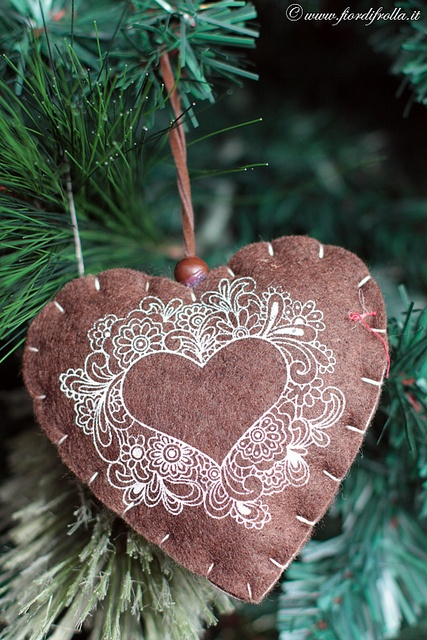 a printed felt heart Christmas ornament with beads is a simple and stylish idea for holidays