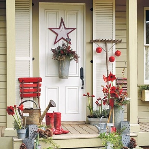 39 cool small front porch design ideas digsdigs for Easy front porch christmas decorations