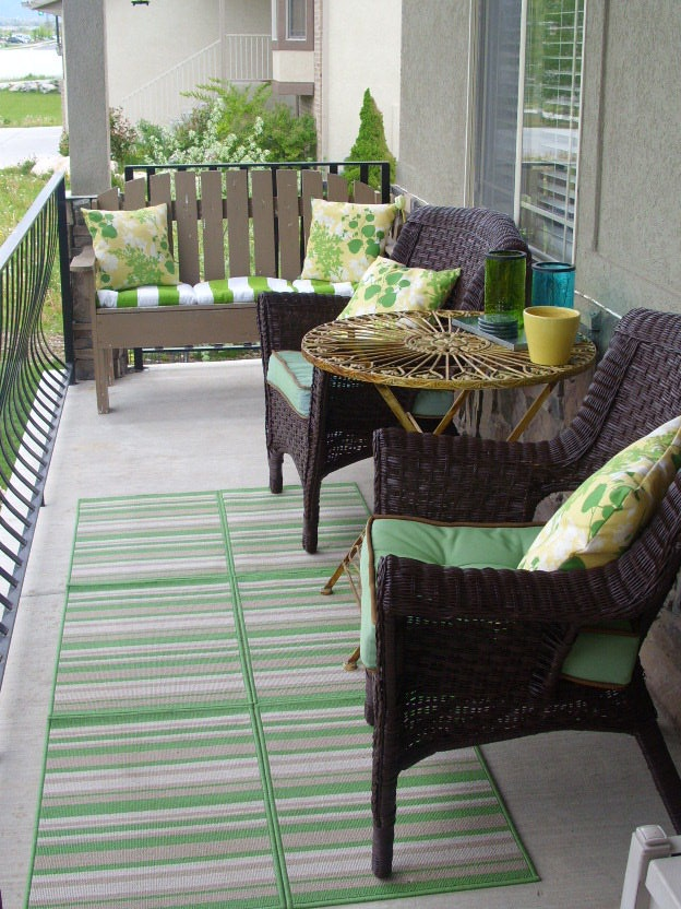 30 cool small front porch design ideas digsdigs for Cool outdoor furniture ideas