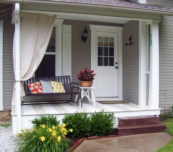 39 cool small front porch design ideas digsdigs for Small front porch landscaping ideas