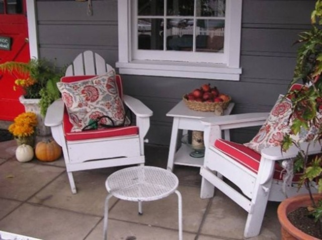 30 cool small front porch design ideas digsdigs for Chairs for front porch