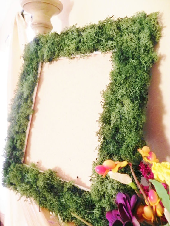 cover an artwork or a mirror with moss to make it look more spring like and outdoorsy