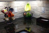 cool-stone-kitchen-backsplashes-that-wow-18